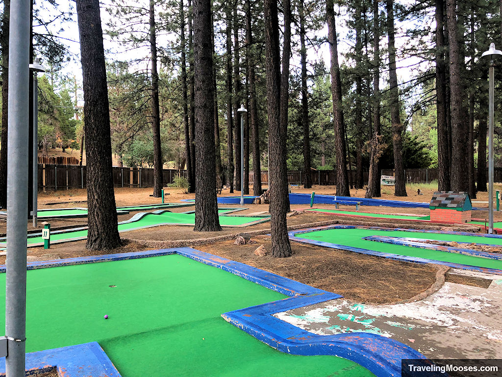 Hot shot mini golf course