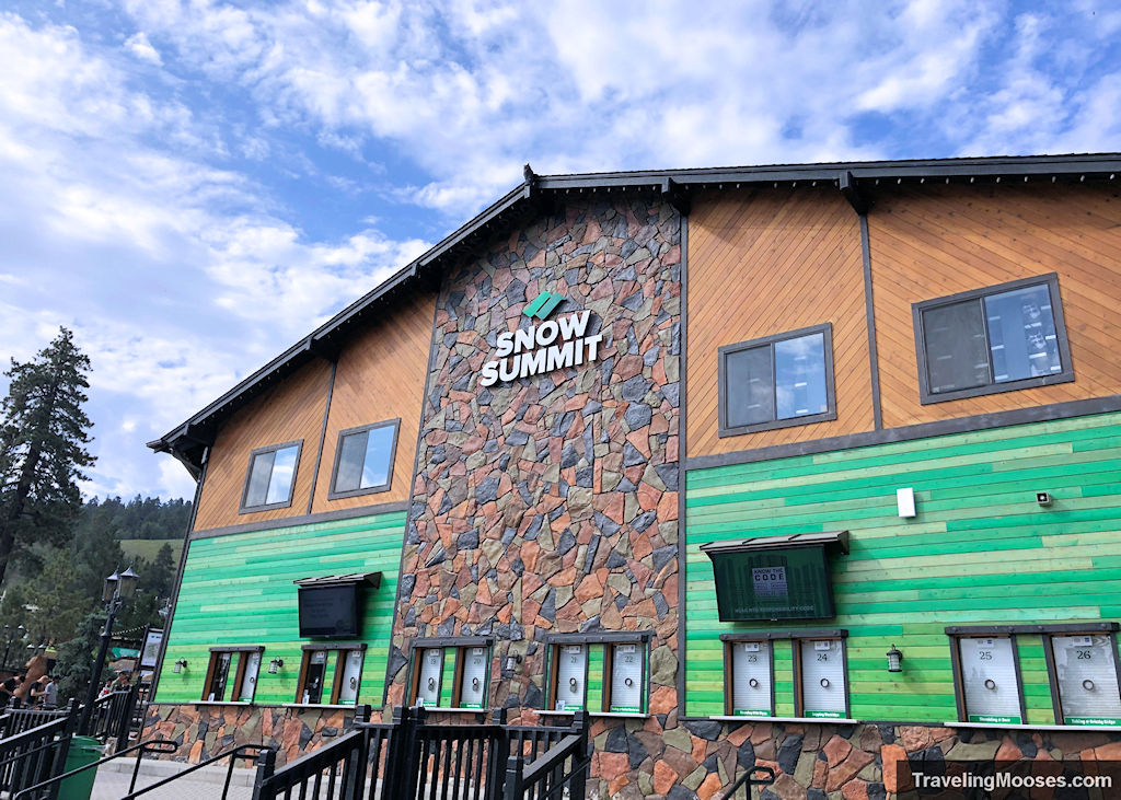 Snow summit building to purchase lift tickets